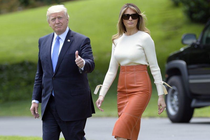 美國總統川普(左)與第一夫人梅蘭妮亞(右)19日從美國出發,展開任內首度出訪之旅。(美聯社)