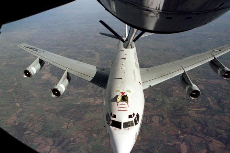 美國空軍一架WC-135飛機接受空中加油。(美國空軍資料照片)