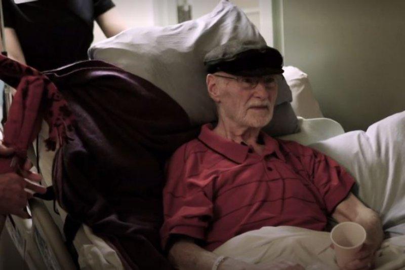78歲加拿大公民謝爾德(John Shields)選擇安樂死,還安排了自己的告別式。(截圖自影片)