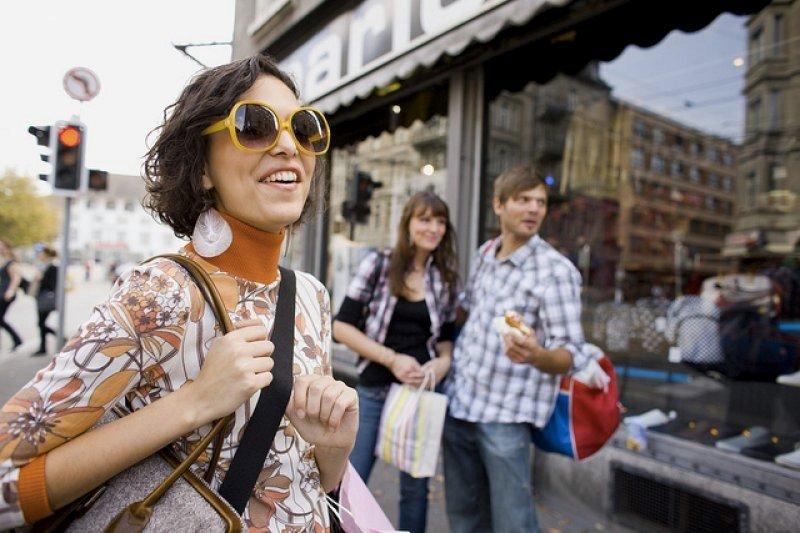 我們身處在不斷刺激消費的資本主義社會。(圖/Zürich Tourismus@ flickr)