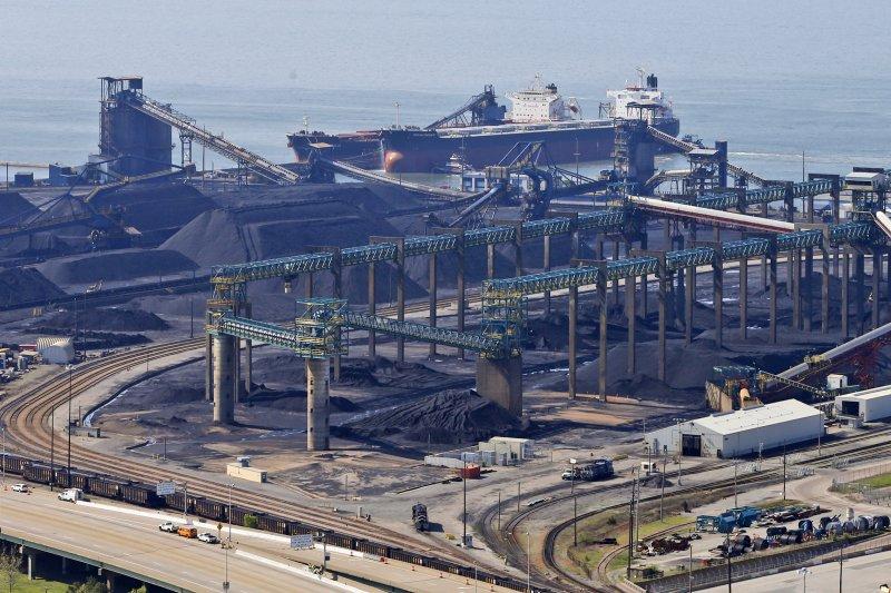 退出《巴黎協定》受惠的不是基層的礦工,而是煤礦與石化工業的大老闆。(美聯社)