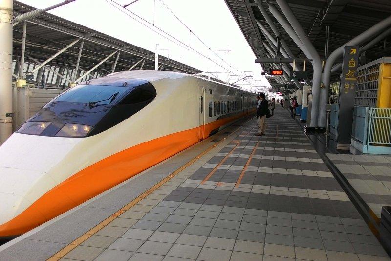 台灣高鐵公司因應旅客乘車需求,正在建置車廂WiFi設備,近期有旅客搭乘高鐵發現,車廂已經可以登入「iTaiwan」連上免費Wi-Fi,台灣高鐵公司表示,高鐵車廂 WiFi 設備已經完成近 8 成,預計世大運前全部裝設完畢。(資料照/高鐵嘉義站提供)