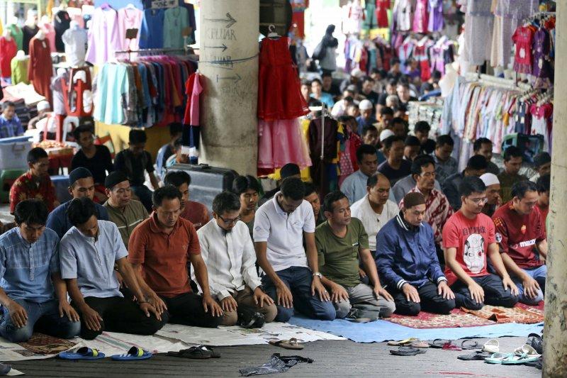2017年齋戒月,印尼的穆斯林(AP)