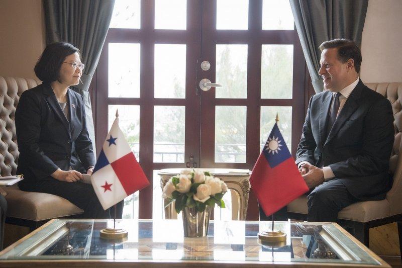 2016年6月27日,蔡英文總統於巴拿馬總統府和瓦雷拉總統會晤(總統府)