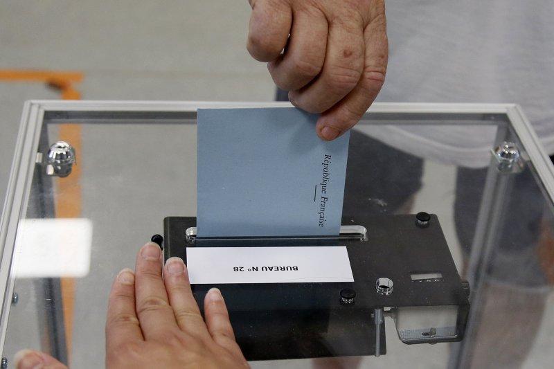 法國國民議會第2輪投票登場,法國總統馬克宏率領的新政黨「共和國前進」可望拿下絕對多數席次(AP)