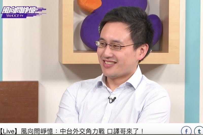口譯哥趙怡翔表示,外交是台灣面對來自國外的挑戰,不應該在國內也面對這些挑戰,「大家都是台灣人」,應該要團結一致對外。(取自《風向問崢憶》)