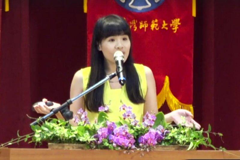 5年換了10個工作又怎樣?勇於追求自己想要的事情,林藝找到了比一般人更耀眼且快樂的生活,今年更受邀回母校師大畢業典禮跟學弟妹分享。(圖擷取自國立臺灣師範大學 National Taiwan Normal University臉書影片)