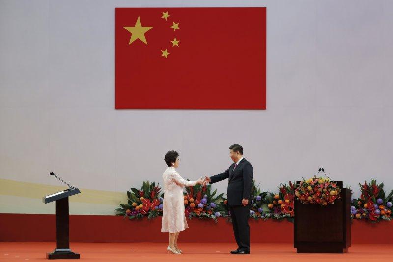 香港回歸中國20年,中國並不樂見一個深得民心的港府,而是要個聽話的附庸(AP)