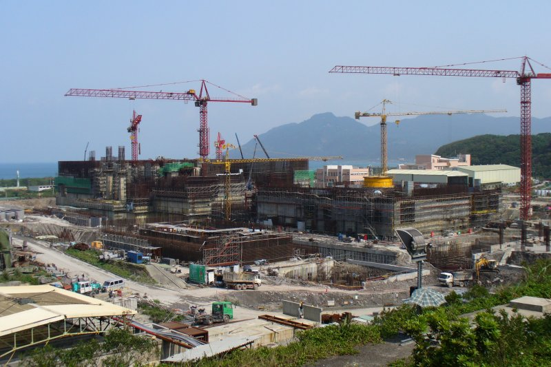 龍門發電廠(核四廠)在前總統馬英九政策下封存3年,如今蔡政府又訂下2025年非核家園的目標,核四廠究竟何去何從?(取自Mastehr@Wikipedia / Public Domain)