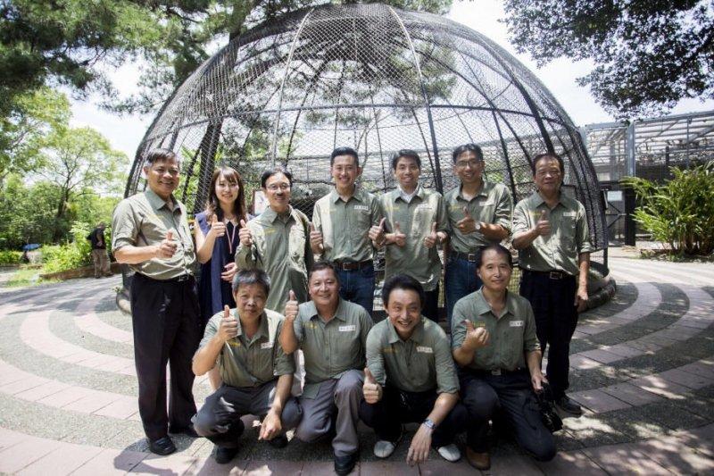 日本女孩Yumi成為新竹市立動物園80年來的第一位外國員工,將貢獻國際經驗,協助打造適合動物們的「類棲地」,加入動物園再生計畫的行列共同努力。〈新竹市立動物園提供〉