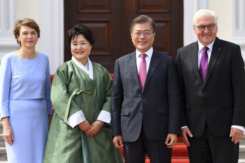 南韓總統文在寅夫婦訪問德國,拜會德國總統(AP)