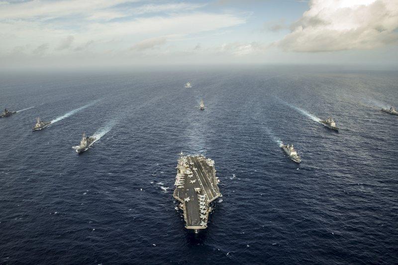 美國核動力航母喬治華盛頓號帶領的中日印艦隊。(美國海軍資料照)