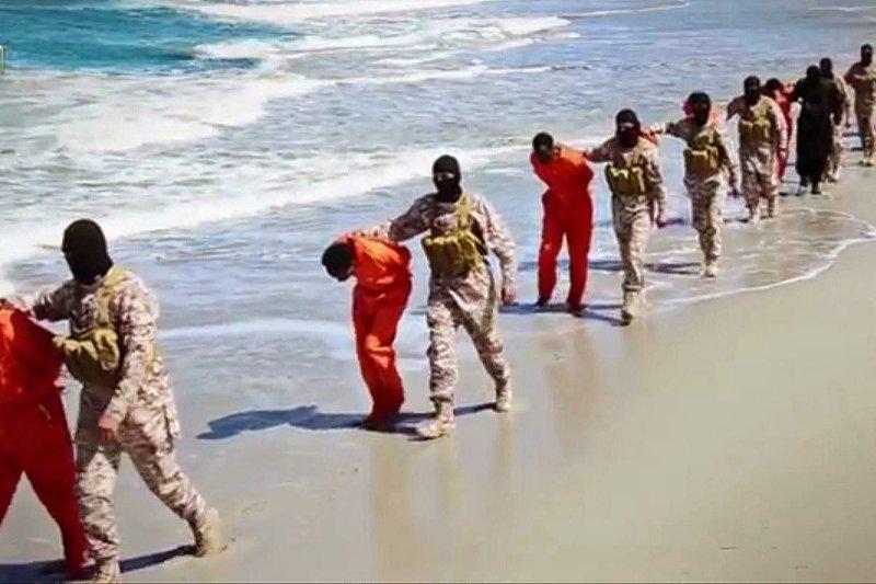 2015年4月19日,「伊斯蘭國」分支組織在利比亞屠殺大批基督徒(AP)