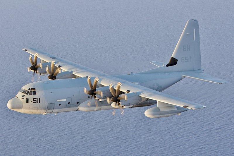 針對中共軍機高頻率繞台威脅,美國解放軍專家費學禮日前建議,應立即售台KC-130空中加油機,以增加F-16戰機的續航力。圖為KC-130加油機。(資料照,Wikipedia/Public Domain)