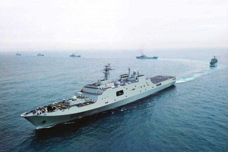 中國駐吉布地軍事基地:「999井岡山號」是中國海軍現役噸位最大、性能最佳的兩棲作戰艦艇(翻攝網路)