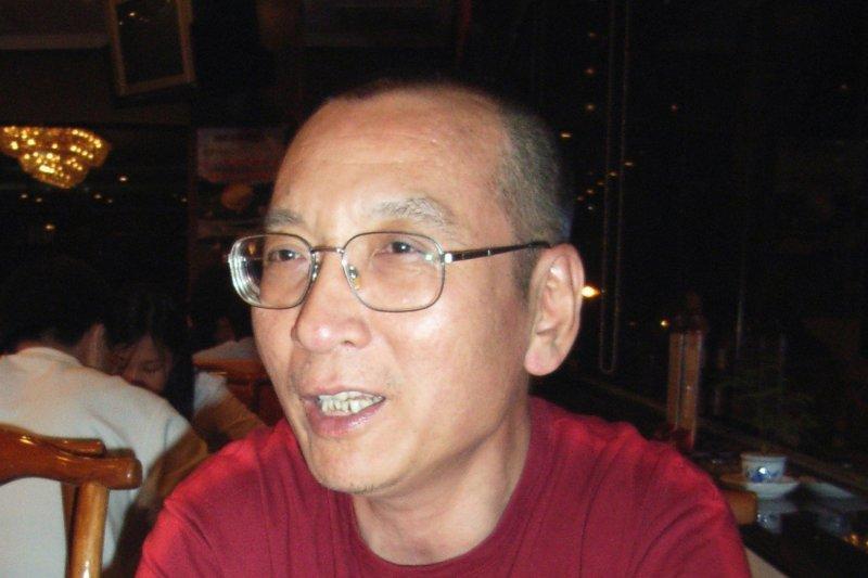 中國民主人權運動領袖、諾貝爾和平獎得主劉曉波,攝於2005年。(美聯社)