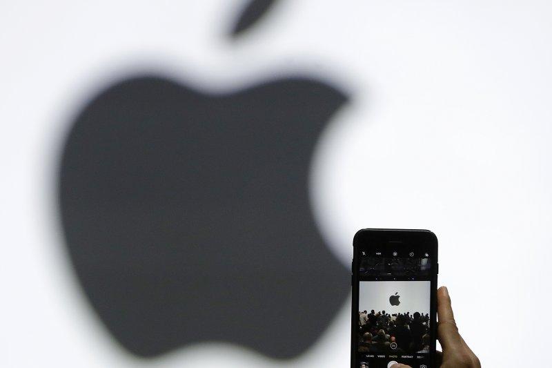 蘋果與中國公司合作,在中國境內設立第一間數據中心,服從中國的網路安全法。(美聯社)