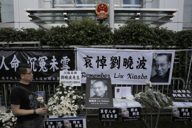 香港民�悼念中���Z���和平��得主、《零八��章》起草人��圆ā�(�Y料照,美�社)