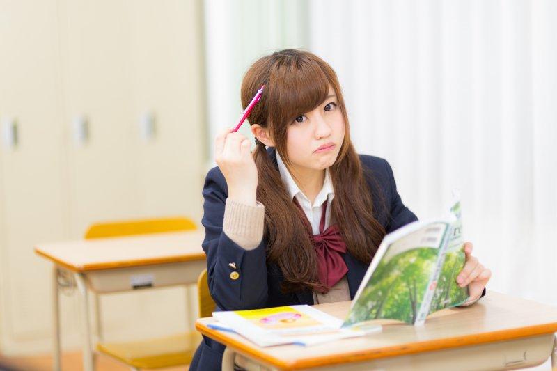 為什麼我背的東西都沒考出來?日本筆記專家告訴你,背書也是有訣竅的,聰明人才不會一字不漏的全部背完。(圖/すしぱく@pakutaso)