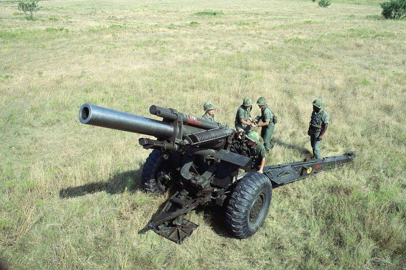 由於越南強化敦謙沙洲火力部署,威脅我太平島安全,國防部撥交6門M114型155公厘榴彈砲給海巡署,將隨時進駐太平島嚇阻。圖為M114型155公厘榴彈砲。(取自www.wikiwand.com/CC-BY-SA-3.0)