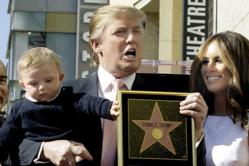 2007年1月16日,電視節目《誰是接班人》的製作人川普獲得好萊塢星光大道上的星星。(AP)