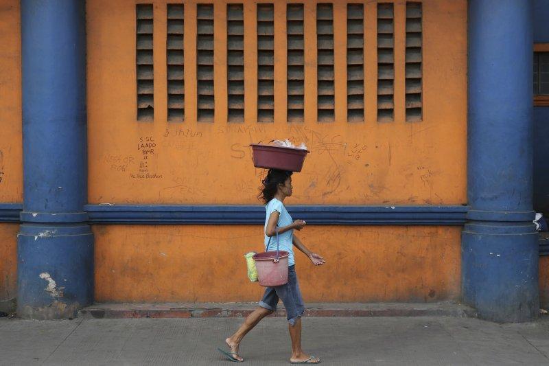 菲律賓約有2000萬人生活所得不及最低收入的一半(AP)