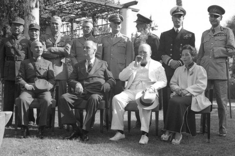 「戰時的中美英三方的開羅宣言,確立了戰後台澎回歸中國版圖,儘管如此,美中雙方對於台灣的地位問題,卻有很大的不同。」(取自維基百科)