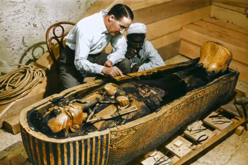 千年以上的古蹟已經很稀有,但經過千年皮膚還保持彈性的女屍更是超級少見!(圖/取自youtube)
