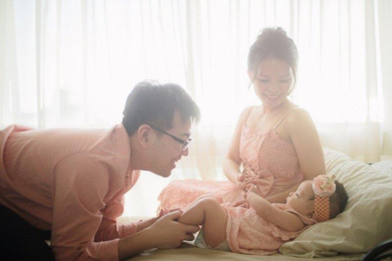 微糖時刻將父母與寶寶的珍貴瞬間完美保留,既有溫度又如藝術照般唯美。(圖/ Sweetmoment微糖時刻)