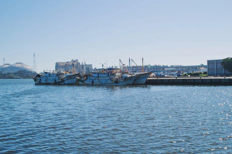 2017-08-03-高雄茄定興達港02-漁港-漁船-安比小姐攝@Flickr-CC BY SA 2.0