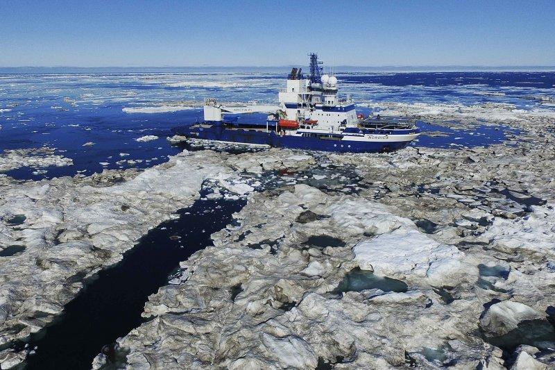 芬蘭破冰船「諾地卡號」(MSV Nordica)穿越西北航道(Northwest Passage)(美聯社)