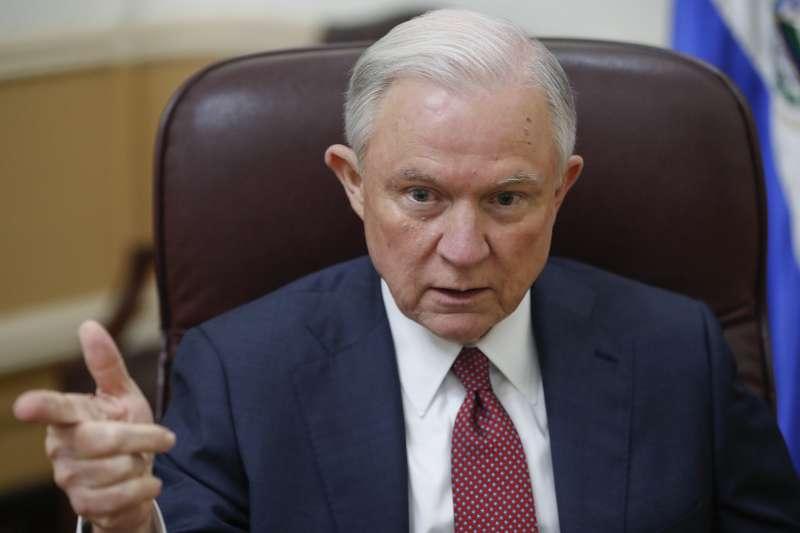 美國司法部長賽辛斯加大洩密案調查力度。(美聯社)