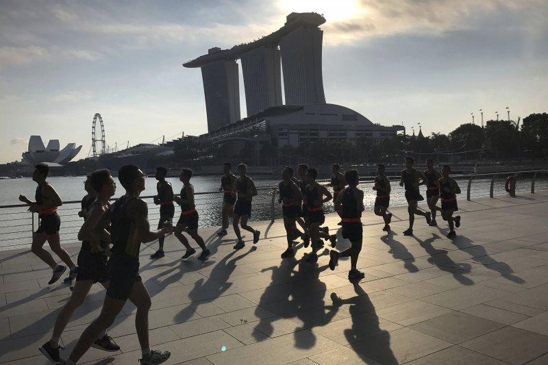 新加坡夾在中國與美國2大強權之間,該如何取得平衡點?(AP)