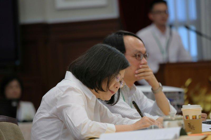 2017年8月12日,蔡英文總統主持「司法改革國是會議總結會議」,全程出席並不斷記筆記。(總統府)