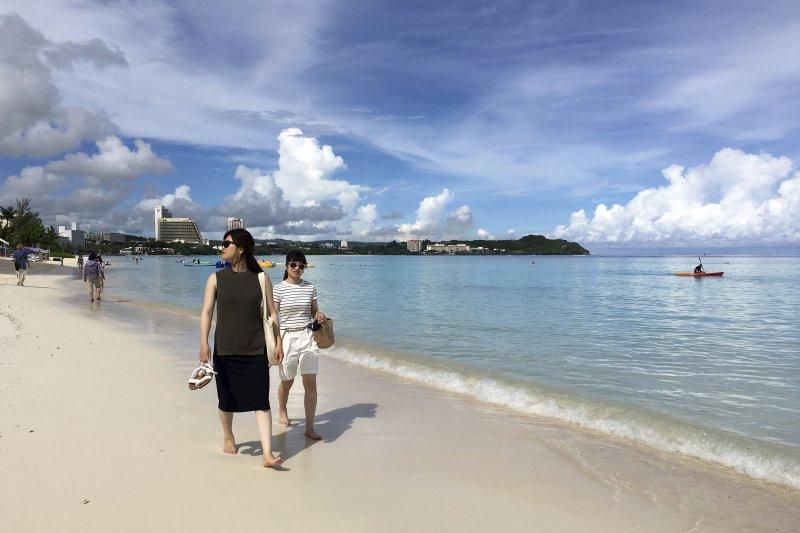 觀光業是關島重要的經濟命脈,目前北韓的飛彈威脅並未讓關島遊客明顯減少(AP)