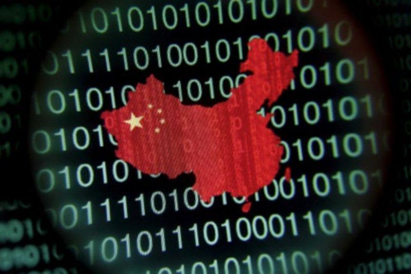 """中國官方說,《網絡安全法》維護國家網絡空間主權和安全,也保障""""廣大人民群眾在網絡空間的利益""""。(BBC中文網)"""