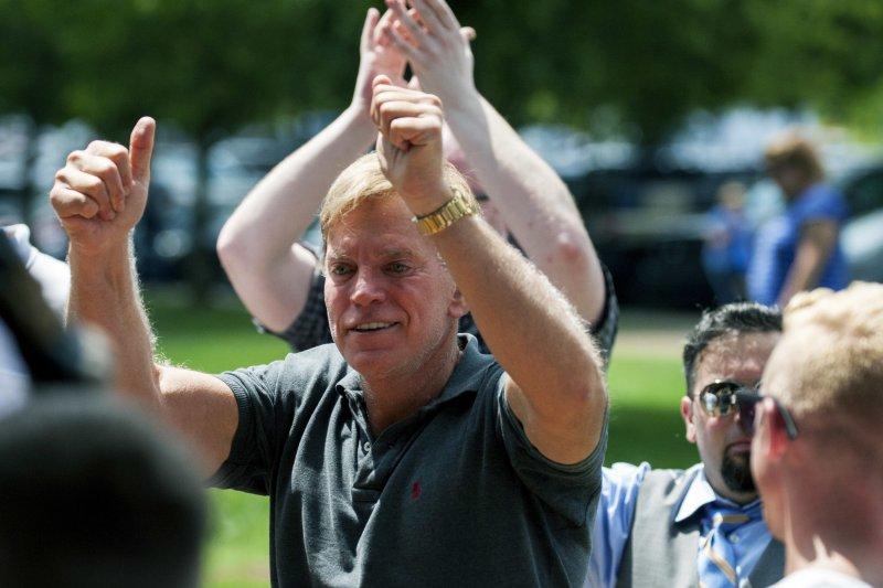 美國白人至上主義者12日在維吉尼亞州的沙洛斯維集會,這是美國三K黨領導人杜克(David Duke)(AP)
