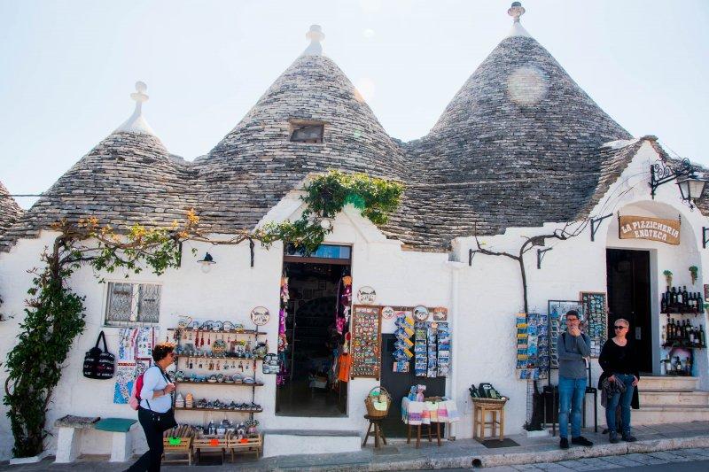 義大利的世界文化遺產小鎮!號稱精靈住的童話鎮,沒想到鎮上建築竟然與逃漏稅有關...-風傳媒
