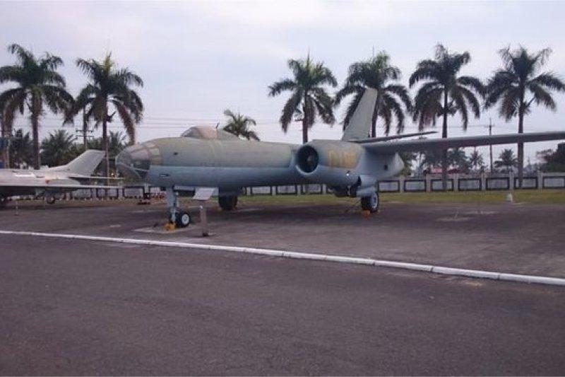 李顯斌將這架伊爾28型轟炸機從浙江杭州筧橋基地飛到台灣的桃園「起義來歸」。(BBC中文網)