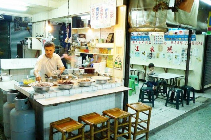 來到美食之都台南,除了品嘗各種小吃,道地老冰店同樣值得一訪。(圖/江水號@Facebook)