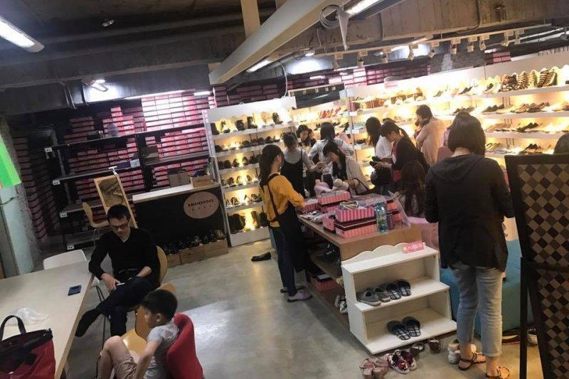 圖說:Bonbons展間僅在平日工作時間開放,仍吸引大批消費者上門。(圖片為Lisa授權提供)