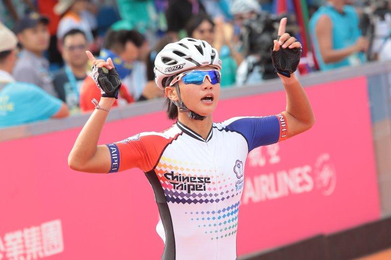 20170822-世大運中華女子滑輪隊22日於15000公尺淘汰賽中,包辦金銀兩面獎牌,選手楊合貞(編號040)奪金。(顏麟宇攝)
