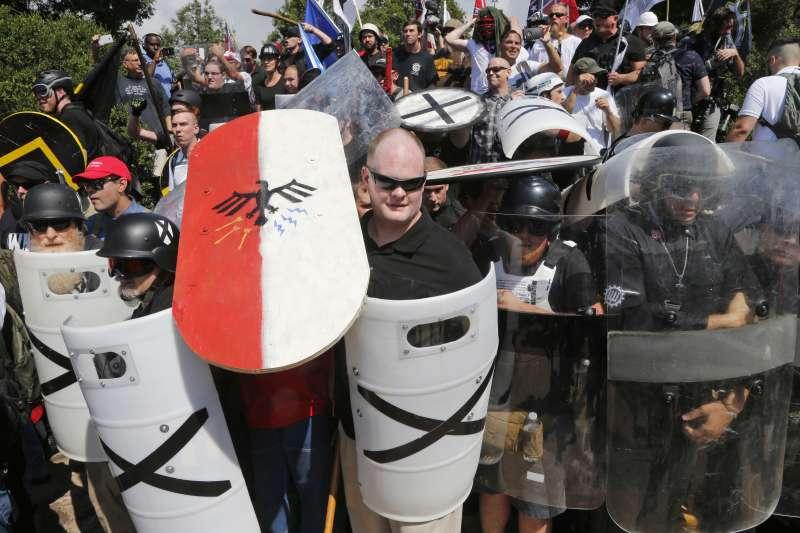 美國維吉尼亞州沙洛斯維(Charlottesville)白人至上主義者舉行大會,引發死傷慘重的衝突(AP)
