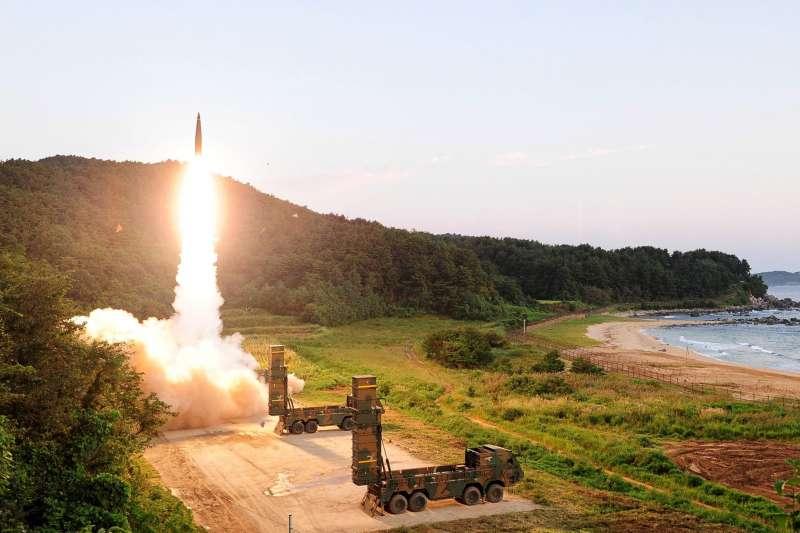 南韓空軍和陸軍4日淩晨進行聯合飛彈發射演習,反制北韓3日進行的第6次核彈(氫彈)試爆(南聯聯參臉書)