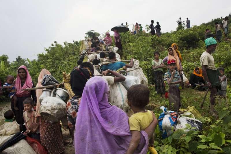 湧入孟加拉的羅興亞難民。(美聯社)