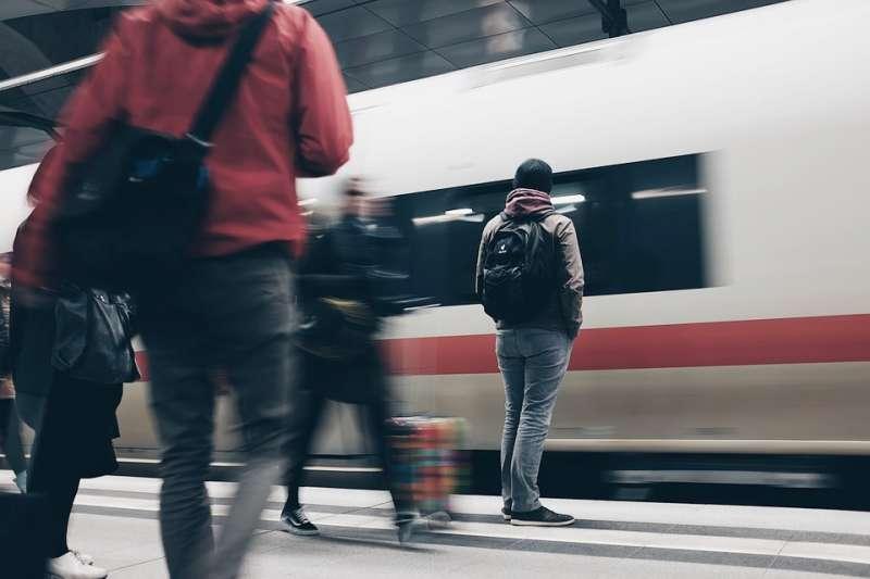 砸了千萬出國留學,想換到的到底是生活經驗,或只是那份還沒到來的高薪工作?(示意圖非本人/取自Pixabay)