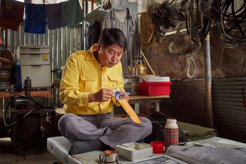 《我只是個計程車司機》,改編自韓國光州事件,是部非常動人的電影。(圖/車庫娛樂提供)