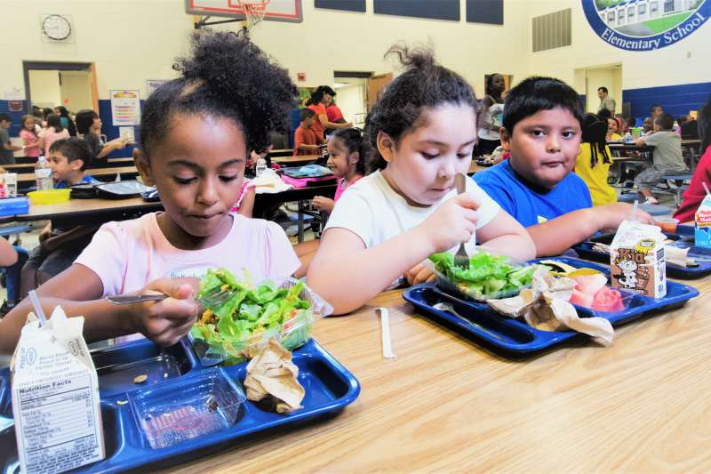 「午餐羞辱」(lunchshaming)竟是美國孩子普遍遇到的狀況。(圖/ U.S. Department of Agriculture@flickr)