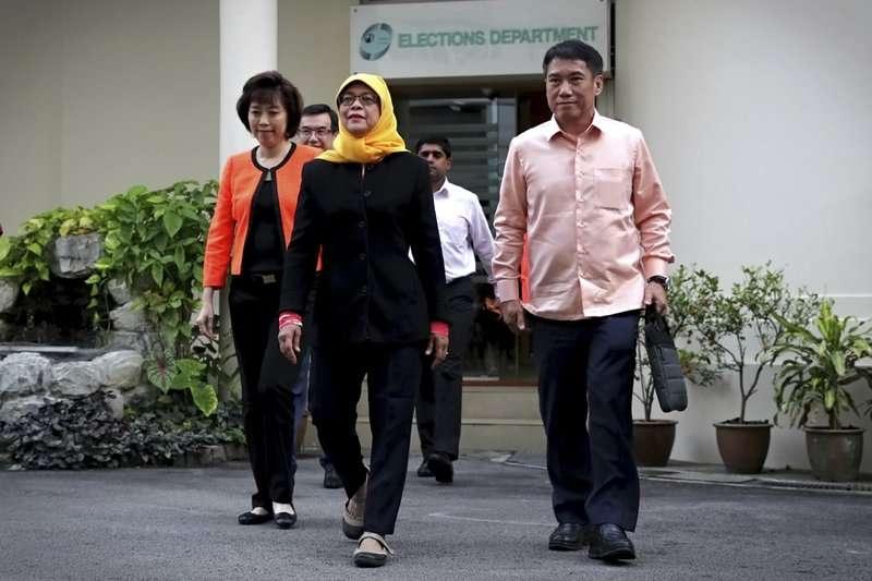 總統蔡英文第一時間以親簽信函致賀新加坡首位女總統哈莉瑪,也提到正在推動的新南向政策能為台星關係注入新動能。 (美聯社)