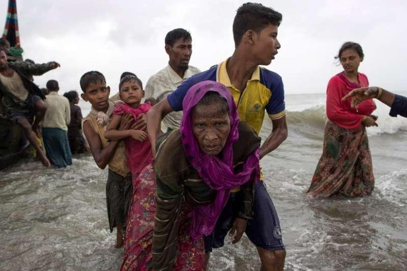 衝突再起至今,大批羅興亞難民湧入孟加拉。(BBC中文網)
